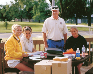 The Fort Wayne Junior and PeeWee Golfers receive assistance from staff members: Dave Scutter, Kelly Wood, Lindsey Light, and Becky Reimink.