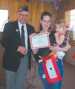 (l-r) Commander Larry Thiele presenting certificate and Blue Star Banner to Mandy Schmidt and her daughter Odessy.