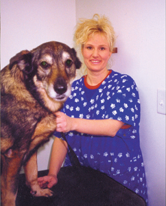 Angela gets acquainted with her new client, Miola. Miola is a mix between a German Shepherd and the sneaky neighbor dog.